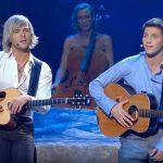 2 mænd skal synge duet: Deres sangvalg fik publikum til at falde ned af stolene!