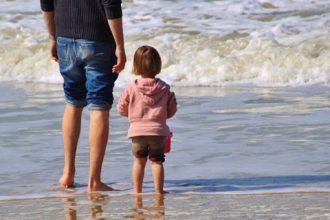 Nu advarer Politiet strandgæster – Pas på jeres børn!