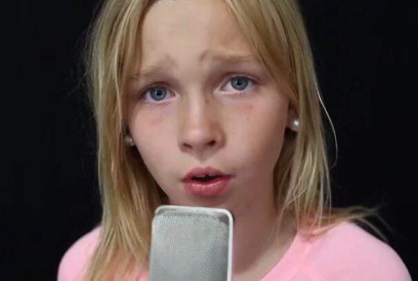 11-årige Jadyn skrev sin egen sang - hun har nu berørt flere tusinde mennesker med hendes utrolige stemme