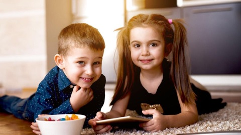 Børnepsykolog: sådan er rollerne fordelt i en søskendeflok (og de vil varer ved hele livet)