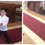 Dreng bærer forsigtigt ringene op mod alteret – se nu hvor han chokerer alle i kirken