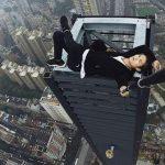 Kinesisk berømt vovehals faldt ned fra 62-etagers høj skyskraber under stunt