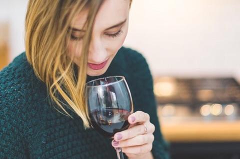 Forskere afslører: Et glas rødvin giver den samme effekt på kroppen, som en times motion.