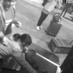 Kinesisk kvinde nægter at slippe sin dyre håndtaske i sikkerhedskontrollen – hvad hun gør chokerer alle!