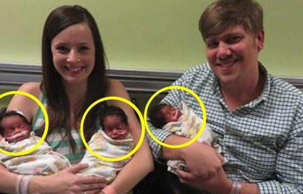 Forældrene får taget et billede af deres nyfødte trillinger - børnenes ansigter afslører det hele
