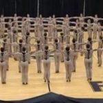 Danserne dannede en cirkel midt ude på gulvet – næste træk er uvurderligt!
