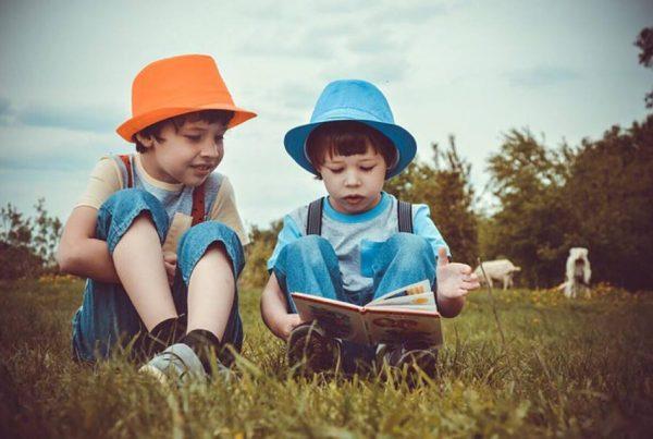 Vittighed: To små drenge sad og legede - da den ene pludseligt spørger om noget virkeligt morsomt