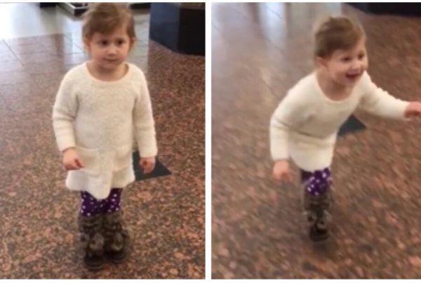 Lille pige tror hun er med ude i lufthavnen for at se på fly - så får hun sit livs overraskelse