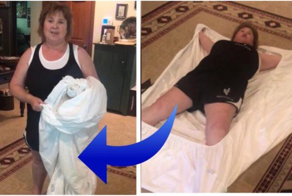 Mormoren viser et genialt trick til hvordan man folder et stræklagen sammen - metoden får alle til at grine højlydt!