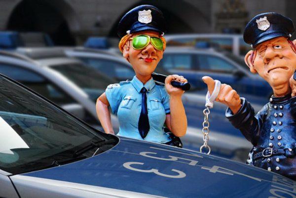 Vittighed: Politimand stopper Jens for spirituskørsel - så jubler han 5 ord der får politimanden til at måbe
