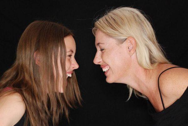 Ny undersøgelse: Denne irriterende ''mor vane'' gør deres døtre mere succesfulde