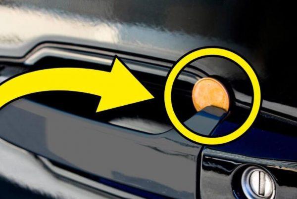 Opdager du en mønt i dit bilhåndtag - Ring straks til politet!