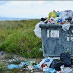 EU forbyder nu engangsplastik: Farvel til plastikbestik, sugerør og vatpinde