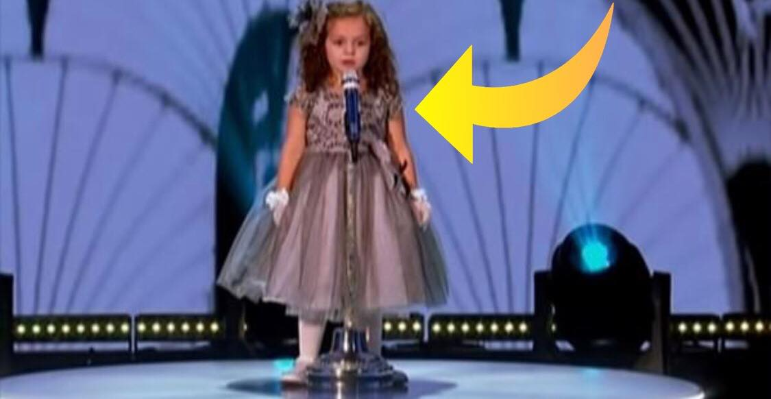 4-årig pige synger verdenskendt hit i talentprogram - publikum tror ikke deres egne øjne, da de kigger op på scenen