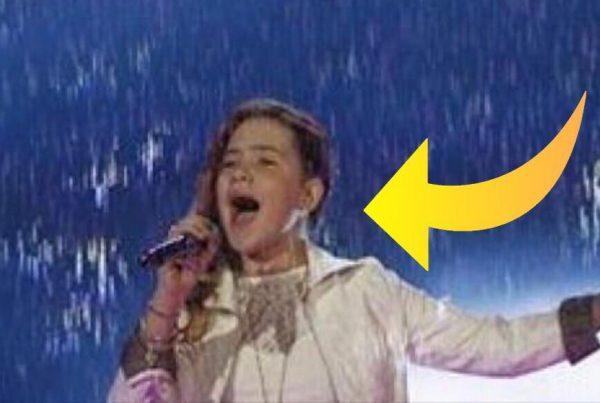 11-årig pige stiller sig op på scenen for at synge - Hendes enorme talent får dommerne til at måbe