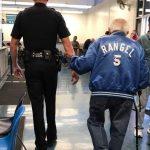 Bankpersonale ringer til politiet da 92-årig bliver vred – betjentens svar spreder sig nu som en løbeild på nettet