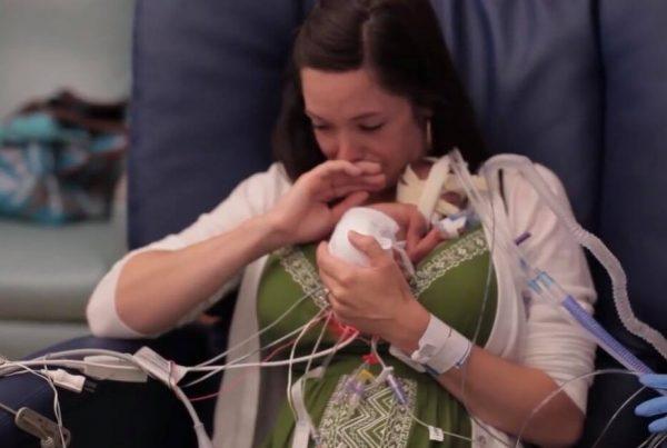 Moren fødte 3 måneder for tidligt, og lægerne gav ikke hendes nyfødte søn store chancer - men så skete miraklet