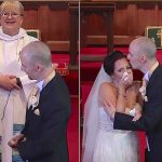 Bruden regner med at det er tid til bryllupsløfterne, men så peger brudgommen op på balkonen!