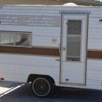 Hun forvandler en rusten campingvogn for 5.000, se nu når hun fremviser det færdige resultat