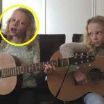 Magisk fortolkning af succes-sangen bliver sunget af tvillingesøstrene: 7 millioner hylder dem nu på nettet!