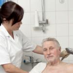 Glædelig nyhed: Dansk kommune vil love ALLE ældre et bad hver dag!