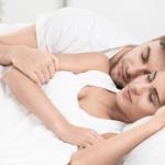 Studie afslører: Par der sover i denne stilling har mest sex!