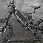 Se video: Ny el-cykel fræser af sted med 80 km/t – Julegaven til manden som har alt!