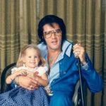 """Elvis lever videre i musikkens tegn, når han nu synger denne smukke """"duet"""" med sin datter"""