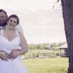 Folk i hele verden stor griner af nygift par bryllupsbillede – Kan du se hvorfor?