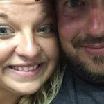Manden dør på tragisk vis, imens konen er gravid – da hun ser et helt specielt foto, bryder tårerne frem