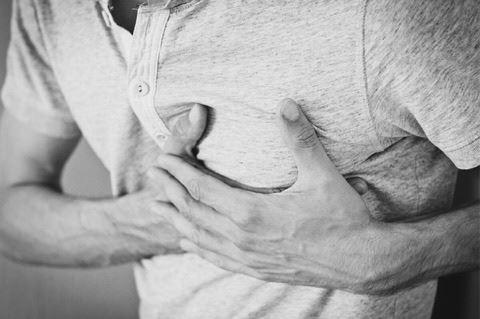 Moder bad eksmand lukke øjnene og være med i gemmeleg med deres fælles søn - Pludseligt mærker han en underlig varmen i sit bryst.