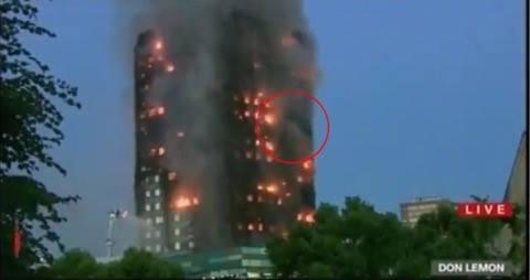 Mor kaster sit barn ud af brændende højhus - heldigvis sker et mirakel.