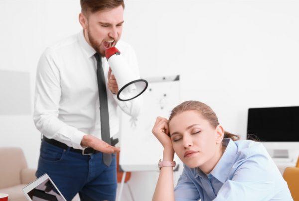 Vittighed: Han råber til sin kone ''kend din plads!'' - Hendes snedigesvar på tiltale er genial!