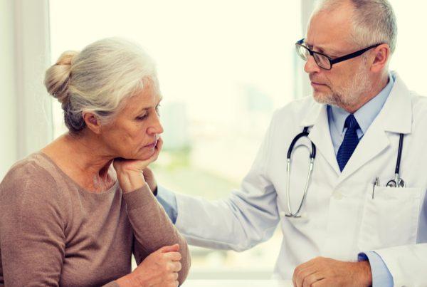 Vittighed: Konen går til lægen og får underligt råd, der kan hjælpe på mandens temperament - 2 uger senere kommer hun tilbage med tårer i øjnene.