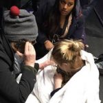 Gravid kvinde blev nægtet hospitalsplads og fødte derfor midt ude på gaden – Så kom en fremmed og reddede deres situation