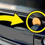 Opdager du en mønt i dit bilhåndtag – Ring straks til politet!