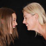 """Ny undersøgelse: Denne irriterende """"mor vane"""" gør deres døtre mere succesfulde"""