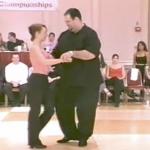 Se videoen: Publikum kalder ham for tykke – se nu når sangen starter og de får ALLE til at måbe!