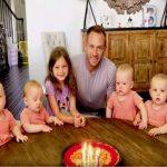 Far fejrer fødselsdag med sine 6 døtre – se den vidunderlige reaktion fra en af babyerne