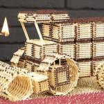 Han bygger kæmpe mejetærsker af 10.000 tændstikker – se nu når han sætter ild til det hele!