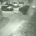 Ukendt mand blokerer familiens indkørsel med sin bil – naboerne kontakter straks politiet efter den utrolige hævn!