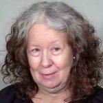 Kvinden er træt af sit hår – se nu den drastiske forvandling som gør hende 20 år yngre!